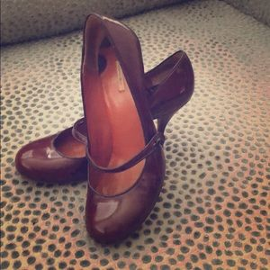 Max Studio round toe pumps